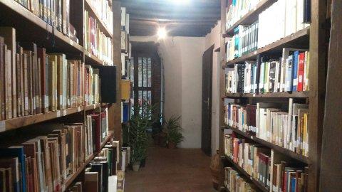 La biblioteca dell'Eremo: non di sola Bibbia vive il monaco!